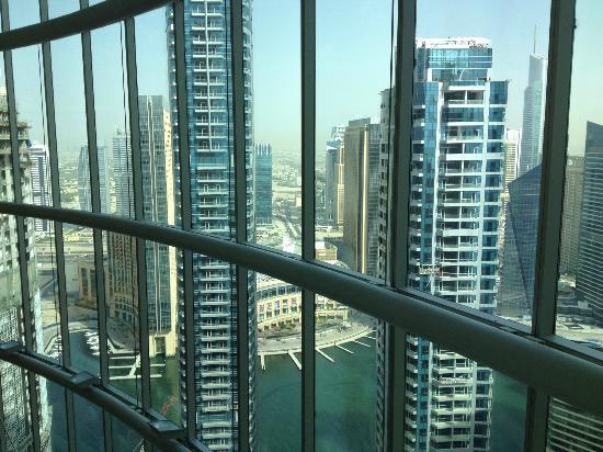 JA Oasis Beach Tower: Соседние небоскребы