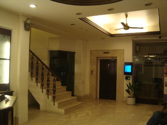 Hotel Ajanta: Lobby & Electronic Indicator