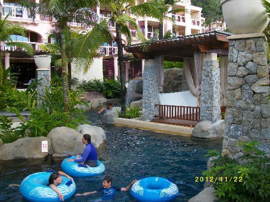 Centara Grand Beach Resort Phuket: Många vattenaktivitäter