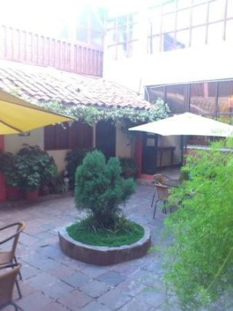 Amaru Hostal: courtyard