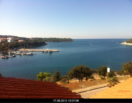 Hotel Valsabbion: Blick vom Balkon über die Bucht