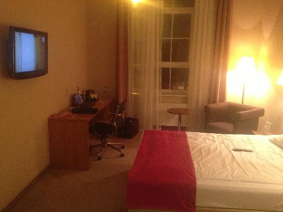 Hotel Focus Lodz: pokój - bardzo standardowy