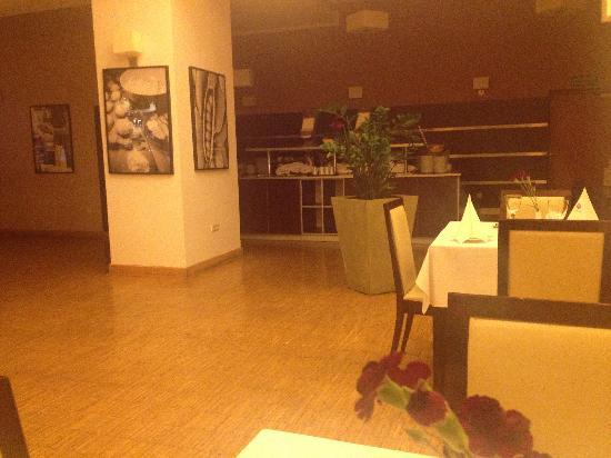 Hotel Focus Lodz: restauracja - dobre jedzenie - nieciekawy wystrój