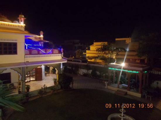 Madhu Pushp Bhawan : At night