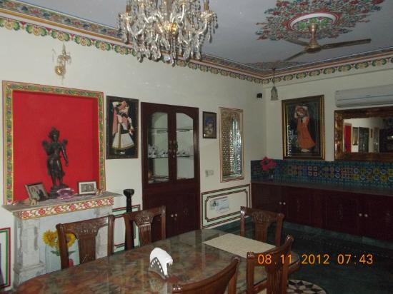 Madhu Pushp Bhawan : The dining room