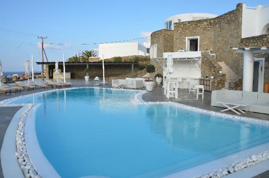 Rocabella Mykonos Art Hotel & SPA: Blick vom Frühstücksbereich auf Pool