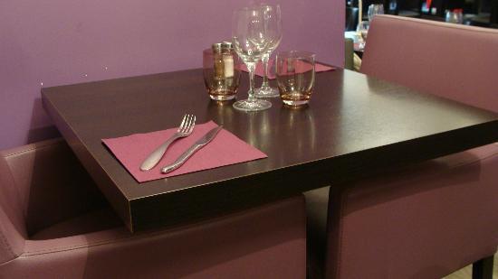 L'Ambacia : La table.
