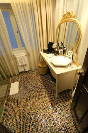 Hotel de l'Opera Hanoi - MGallery Collection: Deluxe room