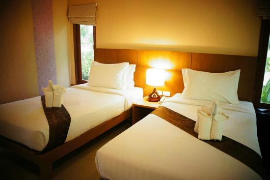 Sunda Resort: They offer both single and double beds