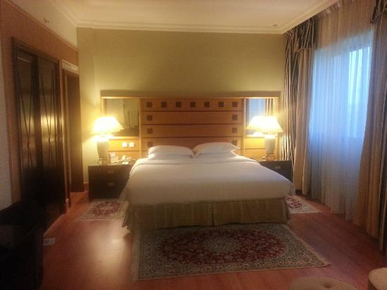 Grand Excelsior Hotel Deira: Club room changed to a suite - Huge improvement