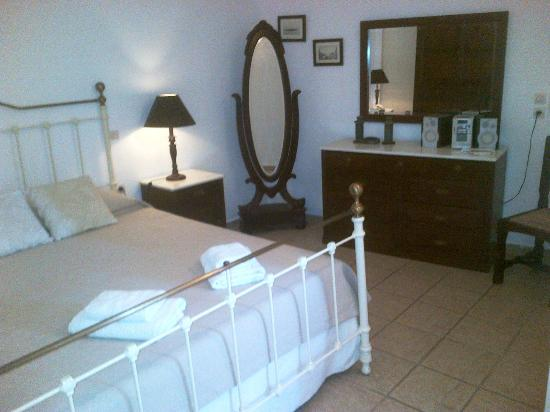 Agali Houses: clean, well appointed rooms
