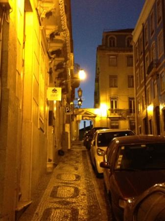 Lisb'on Hostel: quiet street