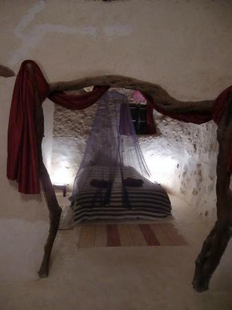 Tigmi Al Yom : Très belle chambre précédée d'un espace détente