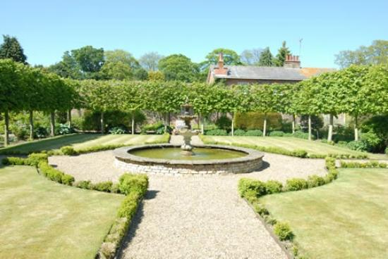 Wassand Hall: Walled garden