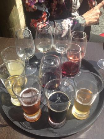 Νήσος Γουαϊχέκε, Νέα Ζηλανδία: beer tasting and wine tasting :)