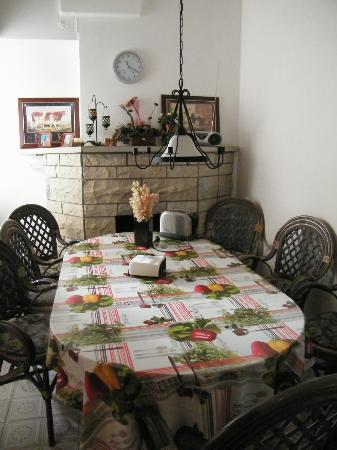 OldHouse Hostel: Столовая