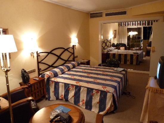 Hotel Beatriz Toledo Auditorium & Spa: La habitación principal.