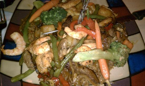 Tatiana's Restaurant: Hawaiian Combo - Filet, chicken, shrimp and veggies