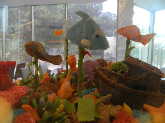 The Royal Pacific Hotel & Towers: Candy aquarium