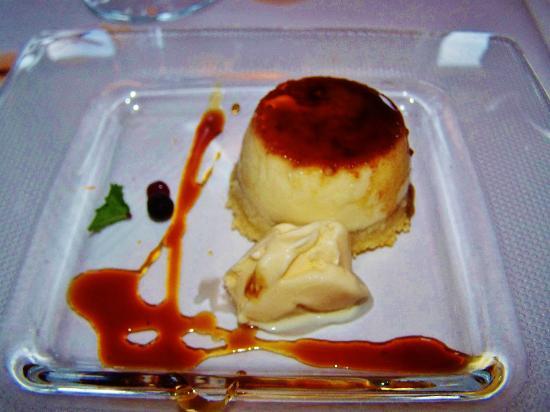 Pou De La Neu: flan de almendra con helado de mantecado