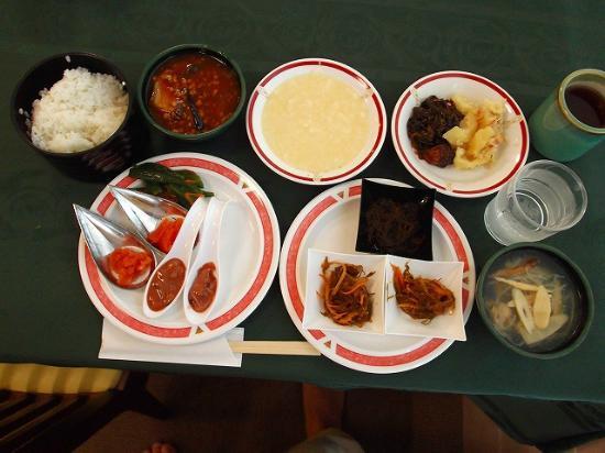 Aomori Center Hotel: 他に定番の和・洋食など種類豊富な朝食
