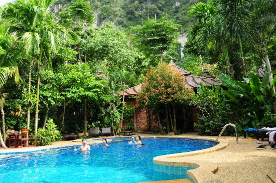 Phu Pha Ao Nang Resort and Spa: Nice pool!