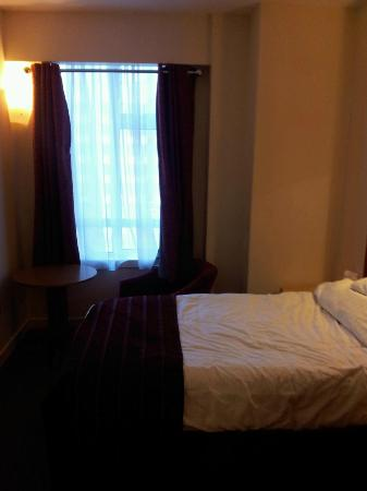 Holiday Inn London - Kensington: 部屋(シングルベッド)