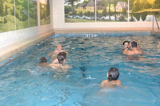 Sporthotel Landhaus Wacker: Piscina cubierta del hotel. Swimming pool