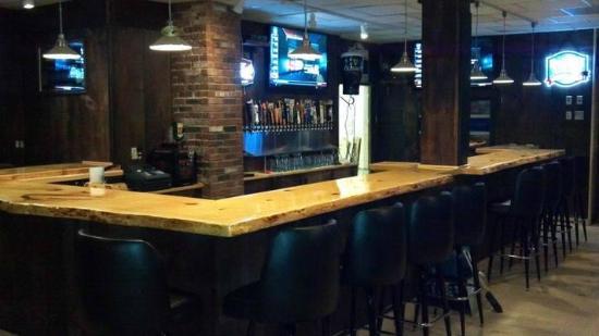 Truant's Taverne : new upstairs bar