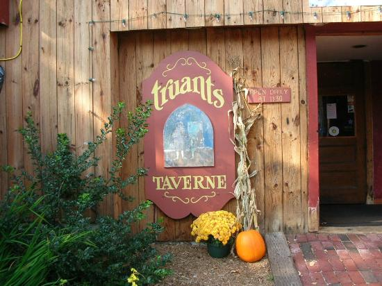 Truant's Taverne : truants entrance