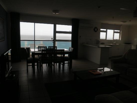 Grosvenor Beachfront Apartments: Dining room + views from room
