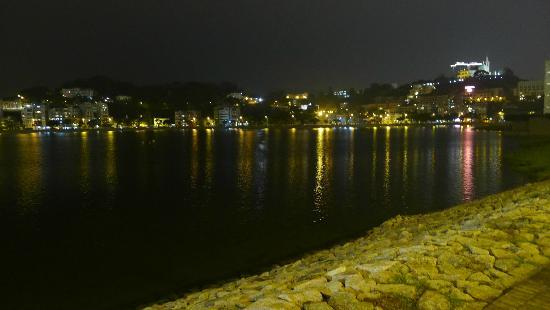 Sai Van Lake - evening stroll