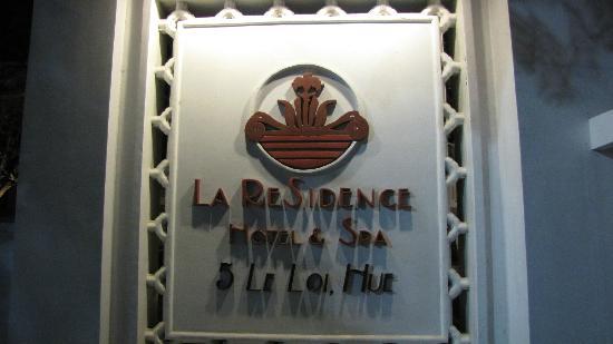 La Residence Hue Hotel & Spa : entrance at street side