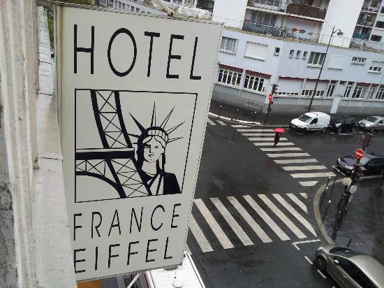 France Eiffel Hotel: The Street in Front. - La Calle del Frente.