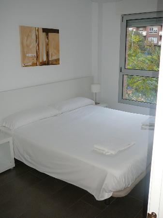 08028 apartments: Dormitorio