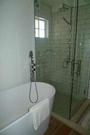 The Boatshed: Bathroom in 2nd bungalow room