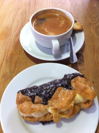 Mannion And Co: best eclair and coffee in York