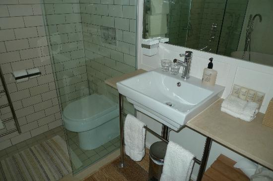 The Boatshed: Basin and WC in 2nd bungalow room