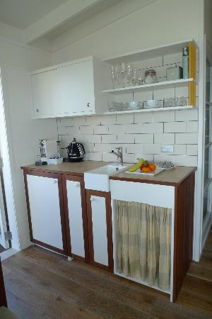 The Boatshed: Wet kitchenette in 2nd bungalow room