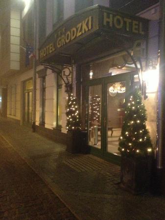 Hotel Grodzki: wejście do hotelu