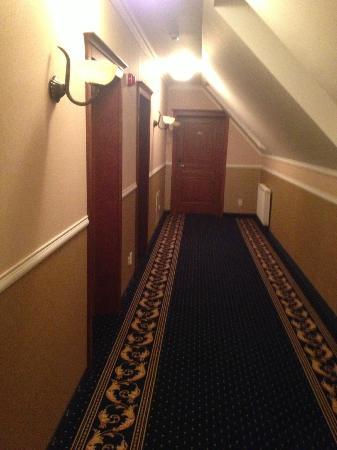 Hotel Grodzki: korytarz hotelowy
