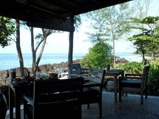 Mango Bay Resort: Restaurant - great view at breakfast