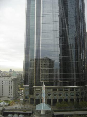 Omni Los Angeles at California Plaza: Vista do ap, para o Water Court