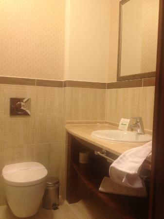 Hotel Grodzki: łazienka - nowoczesna i czysta