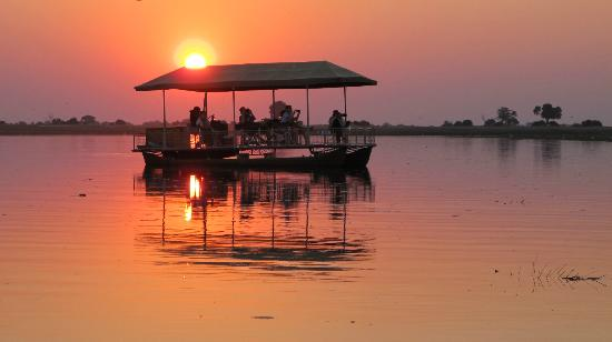 Sanctuary Chobe Chilwero: sunset on Chobe river
