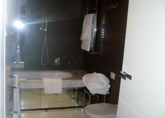 Grand Hotel Via Veneto: salle de bains en marbre