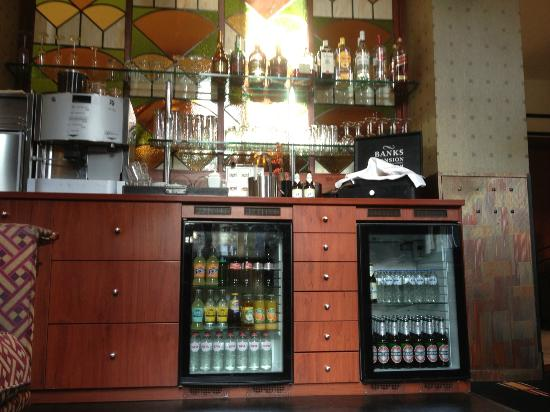 Banks Mansion: Self service hotel bar.