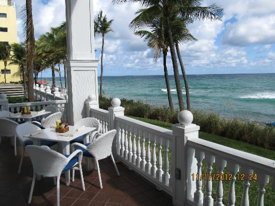 Pelican Grand Beach Resort, A Noble House Resort: The ocean side porches