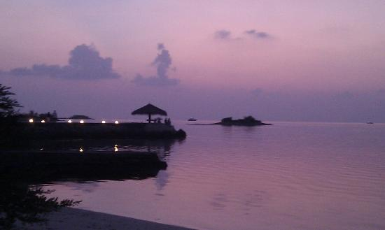 Adaaran Select Hudhuranfushi: Sunset from the beach bar