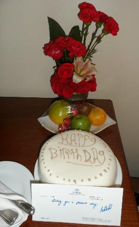 Hilton Cairo Zamalek Residences: Birthday cake sent to me by the hotel's manager!